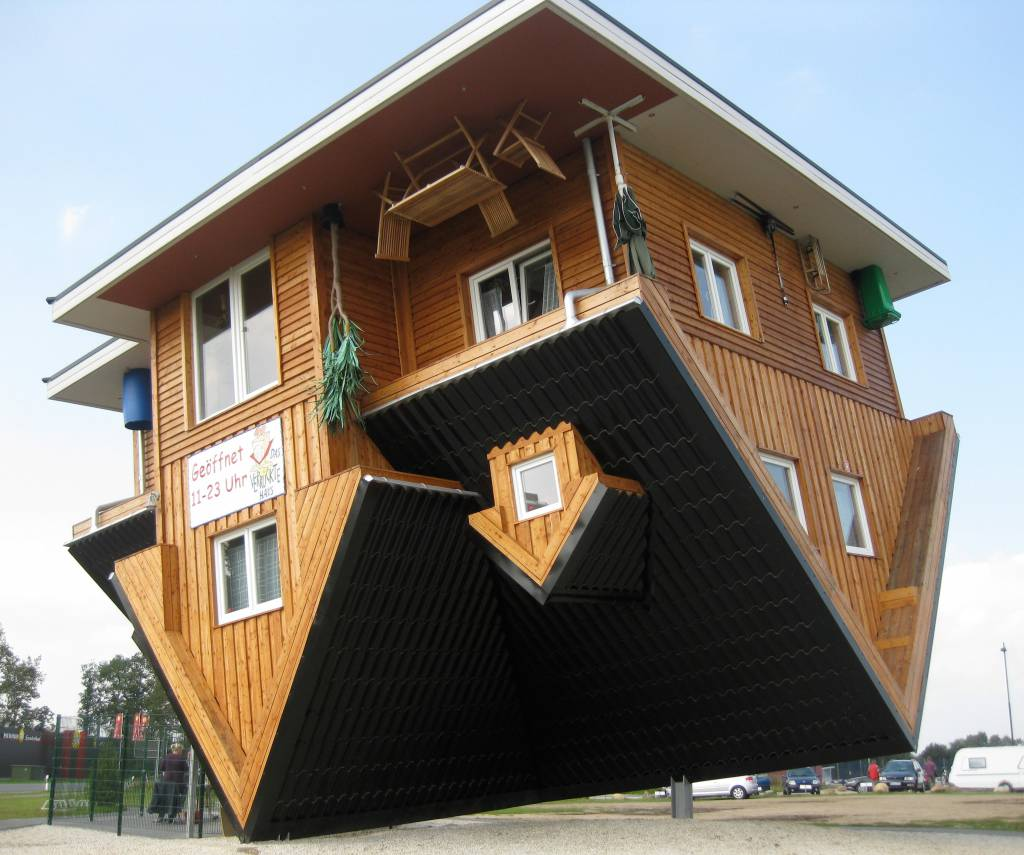 Local destination the crazy house bispingen in bispingen for Haus design
