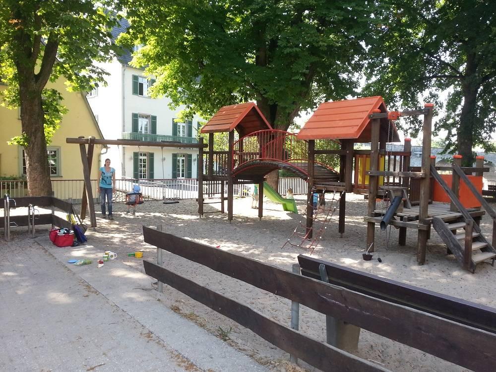 ausflugsziel spielplatz am lahnufer in limburg an der lahn. Black Bedroom Furniture Sets. Home Design Ideas